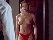 Jaime Pressly drops her dress, takes off her panty and gets her pussy eaten