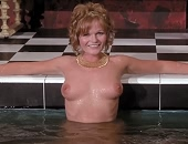 Valerie Perrine shows her tits & ass as she gets into a tub