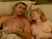 Paula Malcomson laying naked in bed next to Liev Schreiber