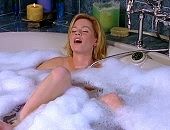 Elizabeth Banks masturbating in a bubble bath with a shower nozzle